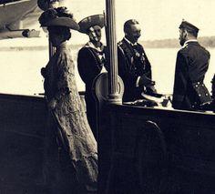 Kaiser Wilhem II welcomes his cousin Alexandra and Tsar Nicholas II.