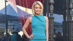 Kelly Ripa's Trainer Anna Kaiser Shares Her Workout For Insanely Toned Arms 10 Min Workout, At Home Workout Plan, Workout Plans, Workout Ideas, Fun Workouts, At Home Workouts, 55 Year Old Woman, Anna Kaiser, Exercises