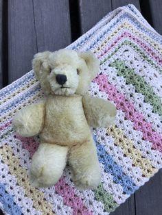 House of Hildur Crochet Baby, Knit Crochet, Crotchet Patterns, Crochet Ideas, Beautiful Crochet, Teddy Bear, Blanket, Dolls, Knitting