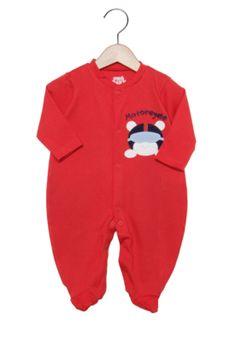 Macacão Pro-Baby Longo Baby Moto Vermelho, com bordado e pezinho. É confeccionado em tecido de malha. As roupas da Pró-Baby são fabricados com materiais que não incomodam o bebê, com atenção aos mínimos detalhes, possui acabamentos que valorizam a roupa e desenhos que deixam a criança ainda mais linda.