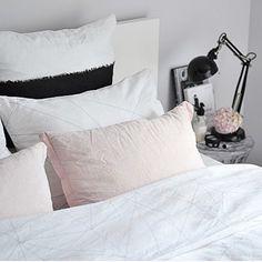 A fresh white bedroom @pastellimaja style.