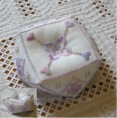 Col's Creations - Traditional Hardanger Designs - A Delightful Collection Of Beautiful Needle Rolls And Biscornus