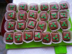 Конфетки миндальные с ореховой нугой Gingerbread Cookies, Desserts, Food, Gingerbread Cupcakes, Tailgate Desserts, Deserts, Essen, Postres, Meals