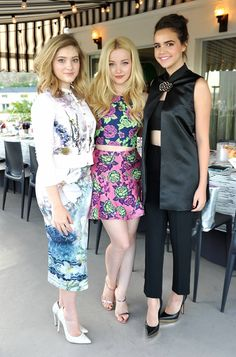 Post with 0 votes and 576 views. Tiny 5 footer Dove Cameron with Baillee Madison Teen Vogue, Autumn Shields, Pies Sexy, Dove Pictures, Dove Cameron Style, Willow Shields, Johanna Mason, Bailee Madison, Celebrity Feet