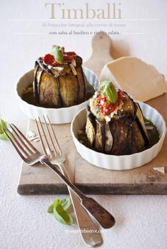 Timballini di melanzana con fettuccine integrali alla crema di tonno e salsa al basilico