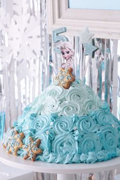 FROZEN IN ELSA BLUE | ARCH DAYS Blue Birthday Cakes, Elsa Birthday Party, Minnie Mouse Birthday Cakes, Frozen Birthday Cake, 5th Birthday Party Ideas, Minecraft Birthday Party, Carnival Birthday, Slumber Party Games, Princess Cupcakes