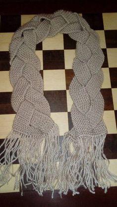 CACHECOL     TRANÇADO    - Coloque  24 pontos na agulha  -Fazer  6 ou 8 carreiras em tricô  ( 3 ou 4 cordões )  -Dividir em 3 tiras ...