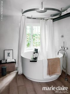 Pietro Castagna's house at the lake of Como, In-Out bathtub www. and Cooper curtain rail www. Bathroom Inspiration, House Design, Modern Bathroom, Dream Bathtub, Bathroom Decor, Home, Dream Bathrooms, Bathroom Design, Home Decor