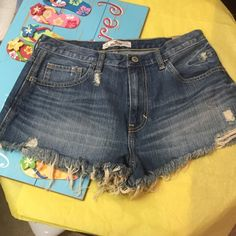 NWT Hollister Jean Shorts size 9 New with tags Hollister Jean Shorts high rise Festival short size 9 Hollister Shorts Jean Shorts