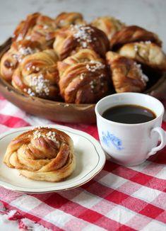 Skikkelig saftige kanelboller - krem.no Pretzel Bites, Food And Drink, Baking, Pastry Chef, Bakken, Backen, Sweets, Pastries, Roast