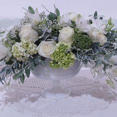 Boa noite!  Minhas clientes estão na fase do verde e branco e eu acompanho, é claro! #babyshower  #witeflowers #flowersbydidigheler  #witeandgreen