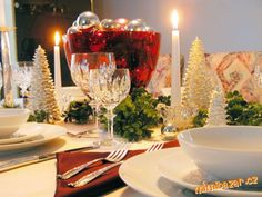 Inexpensive Christmas Dining Table Centerpiece Ideas Sets: Cheap Dining Room Sets Under 100 Ideas For Christmas Centerpieces For Tables Religious Christmas Tree Decorations Spanish Christmas Food. Christmas Table Settings, Christmas Table Decorations, Decoration Table, Centerpiece Ideas, Christmas Tabletop, Dining Decor, Dinning Table, Flower Centerpieces, Tree Decorations