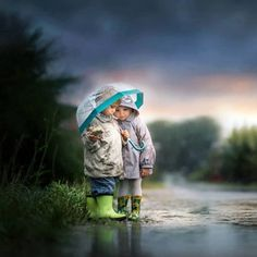 friendship by Iwona - Image of the Year Photo Contest by Snapfish Baby Pictures, Baby Photos, Cute Pictures, Beautiful Pictures, Children Photography, Photography Poses, Outdoor Photography, Cute Kids, Cute Babies