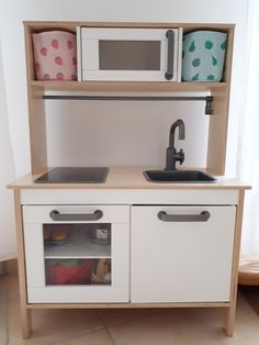 Strawberry and apple/pear baskets from H&M Home fit perfectly in IKEA kitchen