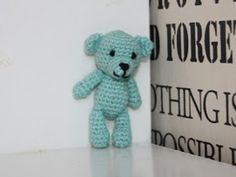 Made by Alenya: Small teddy (English) Mobiles, Anna, Baby Knitting Patterns, Single Crochet, Crochet Flowers, Diy And Crafts, How Are You Feeling, Teddy Bear, English
