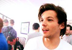 Louis definitivamente no era bueno haciendo planes, había pasado exactamente un mes y él y Harry parecían estar estancados en una fase de amistad que estaba frustrando a Louis