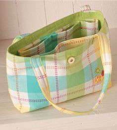 Yes ~ DIY Tote Bag | Sewing crafts | Country Woman crafts — Country Woman Magazine ~ Have fun!