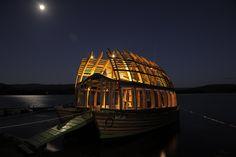 Susana Herrera y Arca Quelen, un Catamarán de madera laminada hecha por artesanos de Chile.