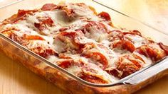 Pizza Bake (bisquick) -- A Sandra Lee Favorite! Just add water to Bisquick® Complete biscuit mix and you'll make quick work out of a pizza bake that's in the oven in less than 15 minutes. Ingredient Pizza, Easy Weeknight Meals, Easy Meals, Freezer Meals, Mozarella, Biscuit Mix, Biscuit Pizza, Bisquick Recipes, Carbquik Recipes