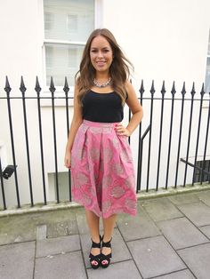 I love Tanya Burr! Just look at her beauty! Jim And Tanya, Looks Style, My Style, Tanya Burr, City Outfits, Topshop Unique, Fashion Images, Classy And Fabulous, Holiday Outfits