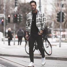 Style by @magic_fox  Via @gentwithstreetstyle  Yes or no?  Follow @mensfashion_guide for dope fashion posts!  #mensguides #mensfashion_guide