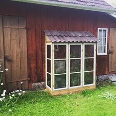 Preparing Your Garden Soil For The Healthiest Plants Small Greenhouse, Greenhouse Plans, Greenhouse Gardening, Garden Soil, Vegetable Gardening, Gardening Tips, Outdoor Rooms, Outdoor Gardens, Mini Serre