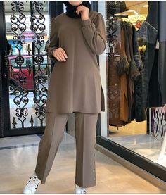 Beautiful Casual Dresses, Stylish Dresses For Girls, Stylish Dress Designs, Street Hijab Fashion, Fashion Outfits, Mode Abaya, Muslim Women Fashion, Hijab Fashionista, Pakistani Dresses Casual
