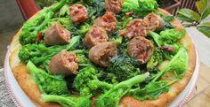 Focaccia con cime di rape e salsicce-Dolci Passioni | Dolci Passioni Meat Chickens, Pizza, Beef, Food, Cooking, Green, Meat, Kitchen, Essen