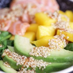 Salade mangue avocat et saumon For a light and energizing meal, bet everything on the avocado, salmon and mango salad! Healthy Recipes On A Budget, Easy Smoothie Recipes, Healthy Recipe Videos, Budget Meals, Healthy Breakfast Recipes, Diet Recipes, Healthy Snacks, Vegetarian Recipes, Clean Eating Snacks