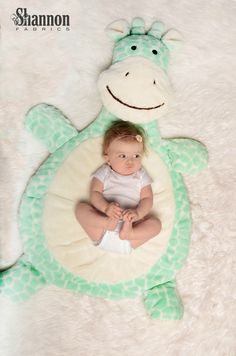 My Bubba Soft Cuddle® Kit Opal - Adorable Giraffe playmat to sew for babies and… Tapetes Diy, Baby Nap Mats, Doll Carrier, Dream Baby, Sewing Projects For Kids, Baby Pillows, Baby Play, Baby Room Decor, Baby Crafts