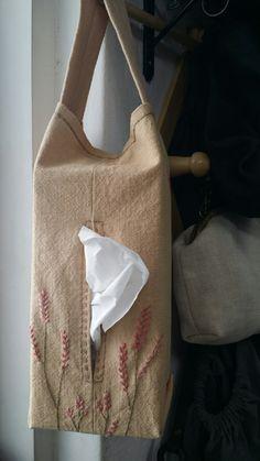 #고마리작업실#야생화자수#티슈파우치#파우치##광목#힐링하기 Tissue Box Covers, Tissue Boxes, Cute Embroidery, Embroidery Patterns, Linen Stitch, Frame Purse, Little Bag, Needle And Thread, Fabric Scraps