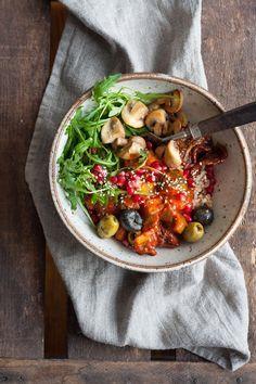 Die Rainbow Buddha Bowl ist vollepackt mit frischen, gesunden Zutaten und in 30 Minuten fertig. Schnell, einfach und unglaublich gut - kochkarussell.com