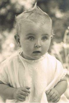 Princesse Johanna de Hesse-Darmstadt fille de la prince Cécile et du prince Georges-Donatus de Hesse (1936 – 1939) survivante de l'accident d'avion, décédée d'une méningite