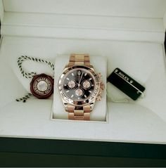 Rose gold Rolex Daytona 116505 - 2014 FOR SALE. For more watches and updates follow our page and visit our Instagram and Twitter @aklwatchbroker Deliver worldwide.