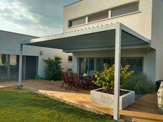 Kellemes hőérzet a teraszon az év bármely szakában. Élvezd a terasz szabadságát időjárástól függetlenül. Nyáron épp annyi napsugarat enged át, amennyit te szeretnél, valamint véd a záporoktól az esős napokon. Télen a hótól is óv és a beépíthető fűtő elemeknek köszönhetően az ideális hőmérsékletről is gondoskodik. Pergola, Outdoor Structures, Outdoor Decor, Home Decor, Decoration Home, Room Decor, Outdoor Pergola, Home Interior Design, Home Decoration