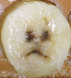 After witnessing these poor little sad faces in food, you're going to be super hungry and super sad. Sad Faces, Funny Faces, Things With Faces, Hidden Images, Fruit And Vegetable Carving, Angry Face, Natural Face, Food Art, Make Me Smile