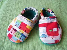 Easy to make baby slippers. http://homeketeers.com/wp-content/uploads/2012/01/babybooties.jpg