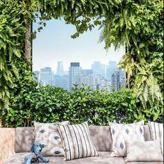 Bom dia! A cobertura paulistana virou um living a céu aberto, que sugere relaxar em meio ao agito. Projeto de Alex Hanazaki (@alexhanazaki), a cara desse sábado. #revistacasaclaudia #deixeoverdeentrar #decoração #paisagismo #décor #verde