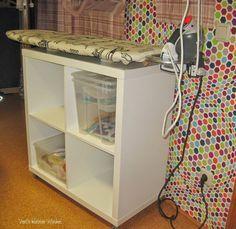 ...als ich vor kurzem Ania 's Blog besucht habe, stellte sie dort ihr mobiles Bügelbrett mit Stauraum vor. Weil meines auch im Nähzimmer im...