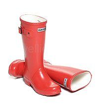 Children's Hunter Boots in a Bright Red - Boys & Girls sizes UK EU Reflective safety patch on heel and rear top. Hunter Wellington Boots, Girls Sizes, Wellies Boots, Hunter Original, Hunter Boots, Rubber Rain Boots, Boy Or Girl, Fashion Beauty, Safety