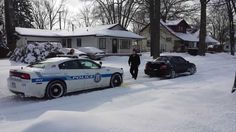 Subaru driver tows out a police car stuck in the snow #ActsOfKindness