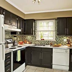 Amazing kitchen remodel on a small budget. Lots of good ideas here. :)