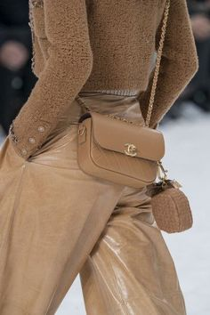 Chanel at Paris Fashion Week in Fall 2019 - Details Runway Photos . - Chanel at Paris Fashion Week in autumn 2019 – details runway photos - Chanel Fashion Show, Trend Fashion, Fashion Mode, Look Fashion, Runway Fashion, Womens Fashion, Fashion Pics, Fashion Stores, Fashion 2018