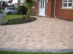 Provides the effect of a split stone surface and colour for a fraction of the cost. Mixed block sizes and colour mixtures provide great random, durable designs. Block Paving Driveway, Brick Pathway, Stone Driveway, Driveway Design, Driveway Landscaping, Driveway Ideas, Paving Ideas, 1930s House, House Front
