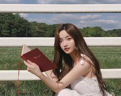 kim na hee Mode Ulzzang, Ulzzang Korean Girl, Pretty Korean Girls, Pretty Asian, Get A Life, Aesthetic Wallpapers, Asian Beauty, Polaroid Film, Womens Fashion
