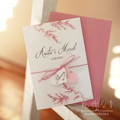 KWI 832 Piękne zaproszenia ślubne z różem – Zaproszenia NAVI Invitation Cards, Envelope, Place Cards, Gift Wrapping, Place Card Holders, Gifts, Wedding, Invitations, Bra Tops