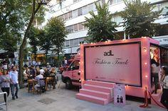 """Rakipsiz #mobil #reklam mecrası Van Board, """"Fashion Truck"""" etkinliği için gezici bir sahneye dönüştürüldü."""