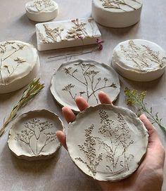 Ceramic Clay, Ceramic Pottery, Pottery Art, Clay Art Projects, Ceramics Projects, Polymer Clay Crafts, Diy Clay, Keramik Design, Pottery Handbuilding
