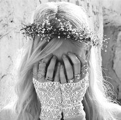 Boho wedding inspiration - the delicate flower crown & lace gloves Boho Chic, Hippie Chic, Boho Wedding, Wedding Day, Hipster Wedding, Modest Wedding, Glamour France, Corona Floral, Estilo Hippie