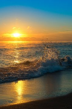 Sunset over the Ocean Ocean Scenes, Beach Scenes, Beautiful Sunrise, Beautiful Beaches, Ocean Sunset, Amazing Sunsets, Nature Pictures, Belle Photo, Beautiful Landscapes